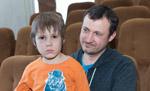 «У нас больше знаний и «корочек», чем у специалистов». Как семья воспитывает сына с аутизмом