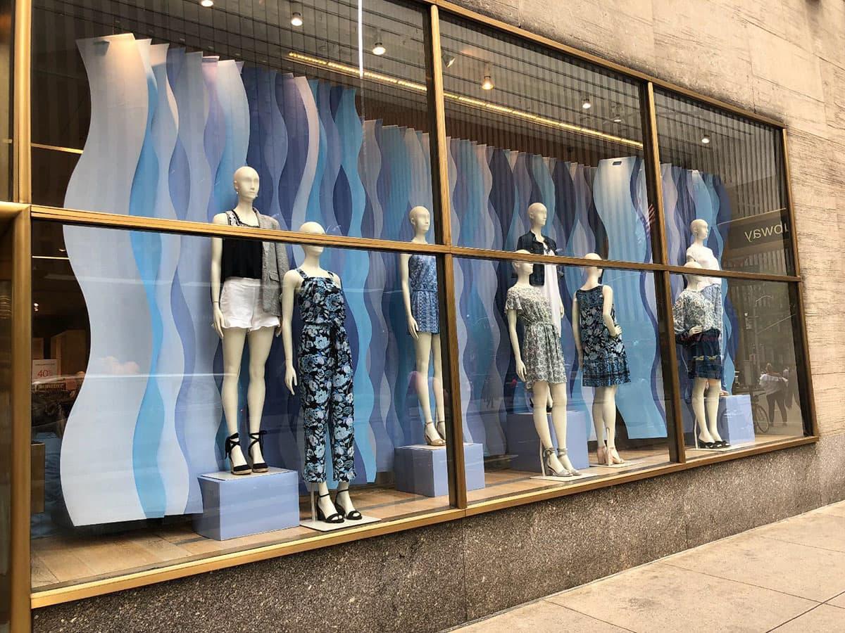 Витрина магазина женской одежды