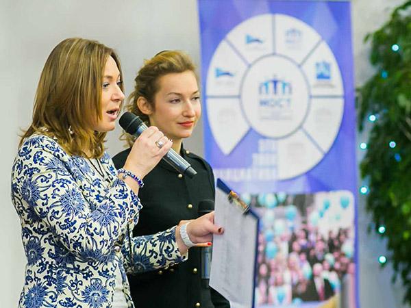 Елена Коровец с Ольгой Бондарик на презентации Форума Успешных Женщин Беларуси, январь 2017 г.