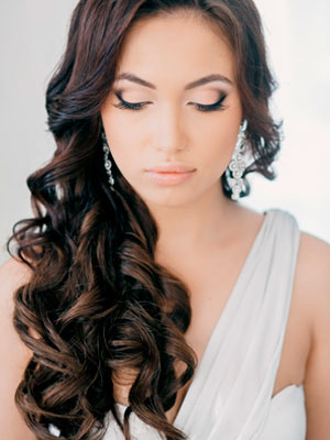 Прическа на распущенных волосах