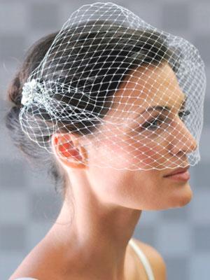 Модные женские стрижки на вьющиеся волосы (50 фото) 99