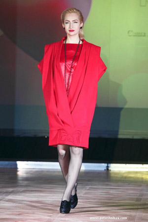 Смешные красные платья