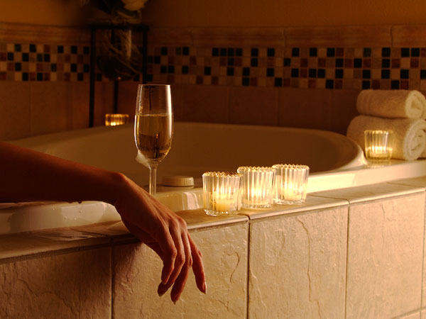 Ванна, шампанское и свечи