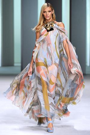 Длинные летние платья и сарафаны.