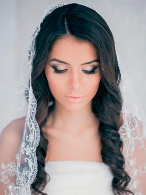 Свадебные прически, модные прически 2013, свадебные тенденции,прически с фатой, фата на