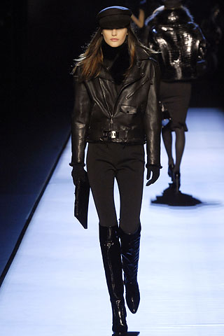 носить косуху- это сочетать ее с вещами в стиле рок.