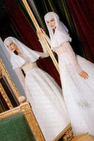Подсмотрел за пирсингом на свадьбе, жена заставила мужа слизывать чужую сперму