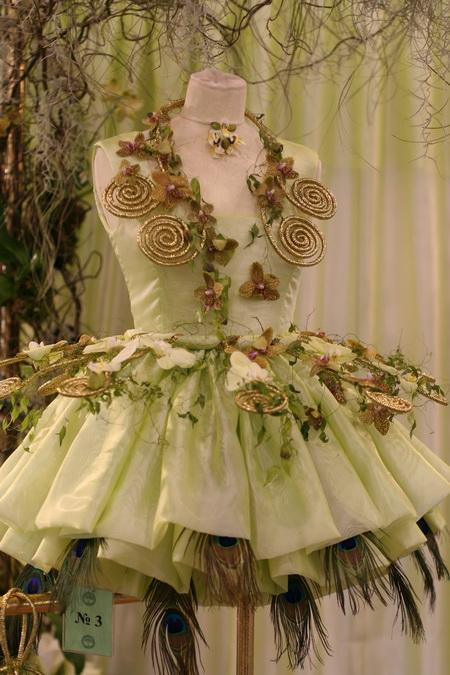 Из цветов наряд