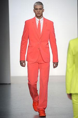 Вам претит классический мужской костюм- ведь он ассоциируется с.