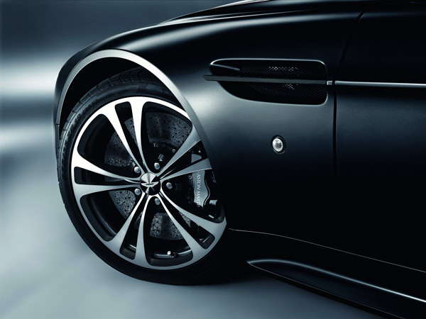 Aston Martin DBS Carbon Black Edition
