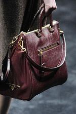 Очень удобная, вместительная сумка Prada.  Отличная кожа!