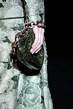 купить женскую жилетку из искусственного меха: декор мехом норки на коже.