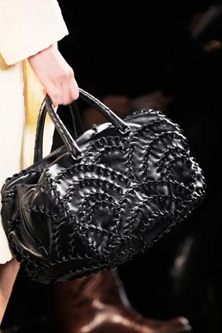 Главный герой нашего сегодняшнего обзора - женская сумка, а точнее - женская сумка, актуальная в наступающем...
