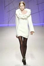 вязаные теплые платья на девочку крючком со схемами. в моде оранжевый 2...